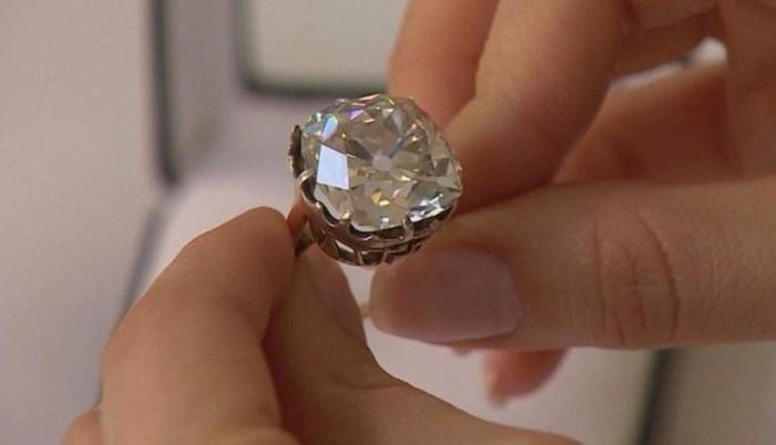 Žena je godinama nosila jeftini prsten, a onda je saznala šokantnu činjenicu