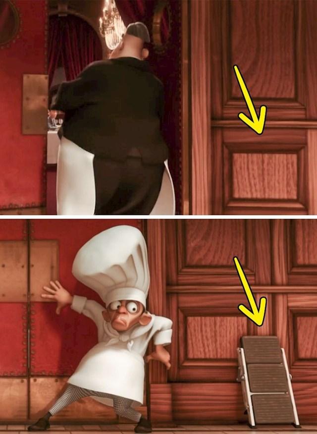 Juhu-hu: U prvoj sceni ništa nije naslonjeno na vratima, a par sekundi kasnije odjednom su se stvorile male ljestve.