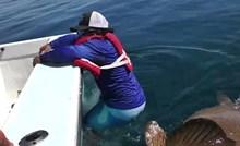 VIDEO Ribar je ulovio svoju najveću ribu ikad, no onda je shvatio da postoji jedan problem