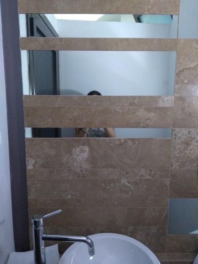 Ogledalo u kojem se možeš vidjeti samo ako si određene visine...