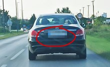 Vozač je slikao Mercedes koji je bio ispred njega, registarska oznaka ga je nasmijala