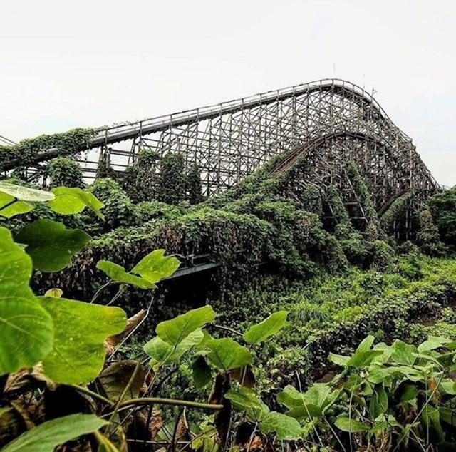 Priroda je već progutala ovaj bivši zabavni park...