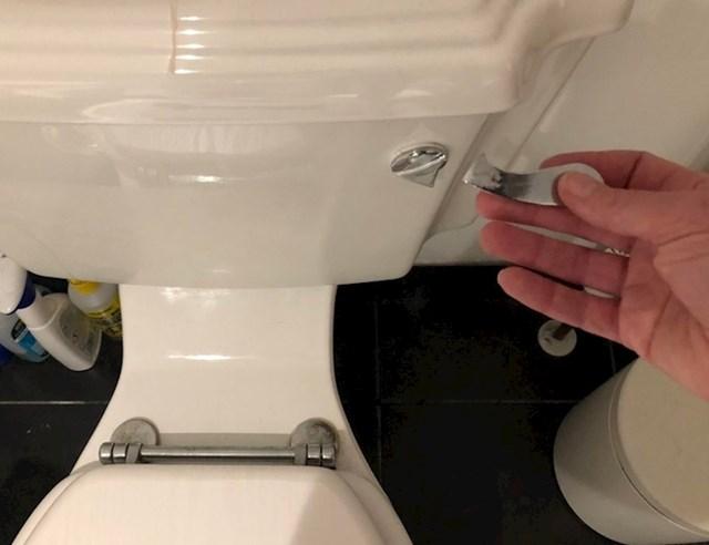 """""""Što učiniti kad ste u gostima i kad vam se na WC-u dogodi ovo?"""""""