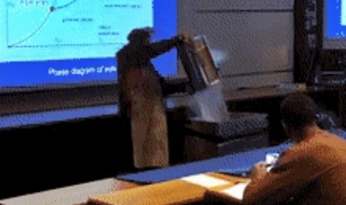 Profesor je htio izvesti pokus u učionici, a onda se dogodilo nešto što učenici neće tako lako zaboraviti