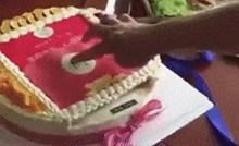 Rekli su mu da pritisne gornji dio torte, a onda je shvatio da je dobio odličan poklon za rođendan