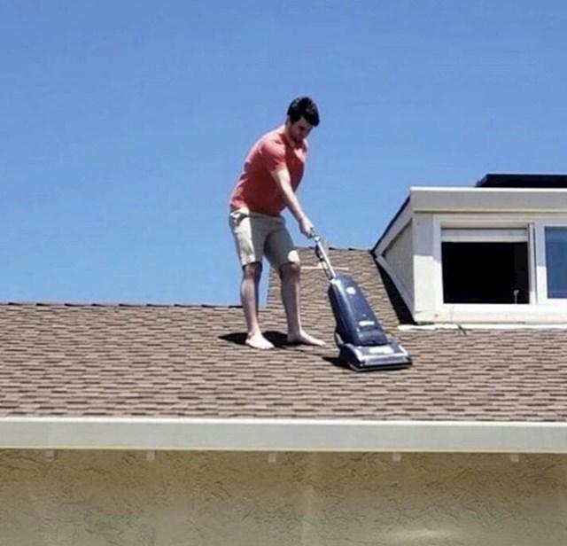 Žena mu je rekla da očisti kuću. Shvatio je to predoslovno.