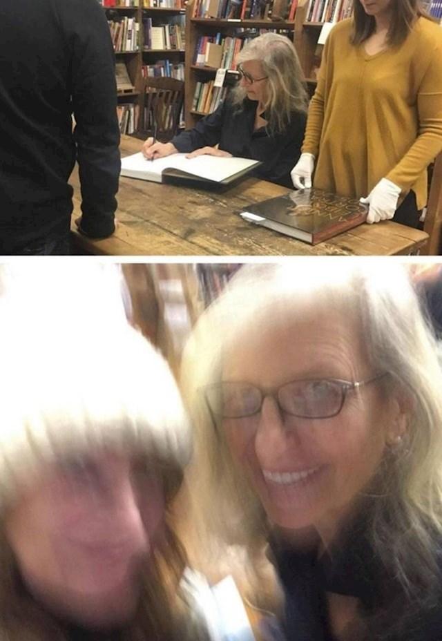 """""""Zamolila sam prijateljicu da me slika s omiljenom književnicom."""""""