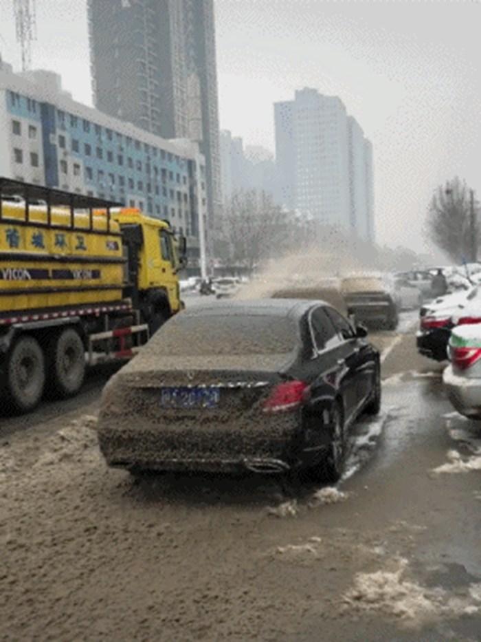 Čišćenje ulica u slučaju snijega dobra je stvar, no vlasnici ovih auta nisu bili previše sretni