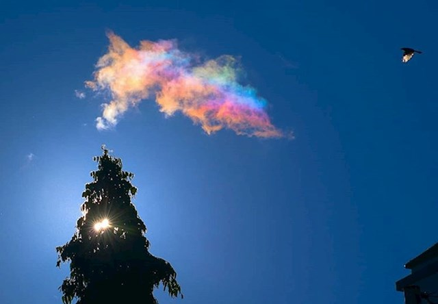 Jeste li ikad vidjeli šareni oblak? Ova pojava se zove irizacija.