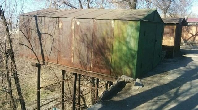 Dame i gospodo, predstavljamo vam viseću garažu.