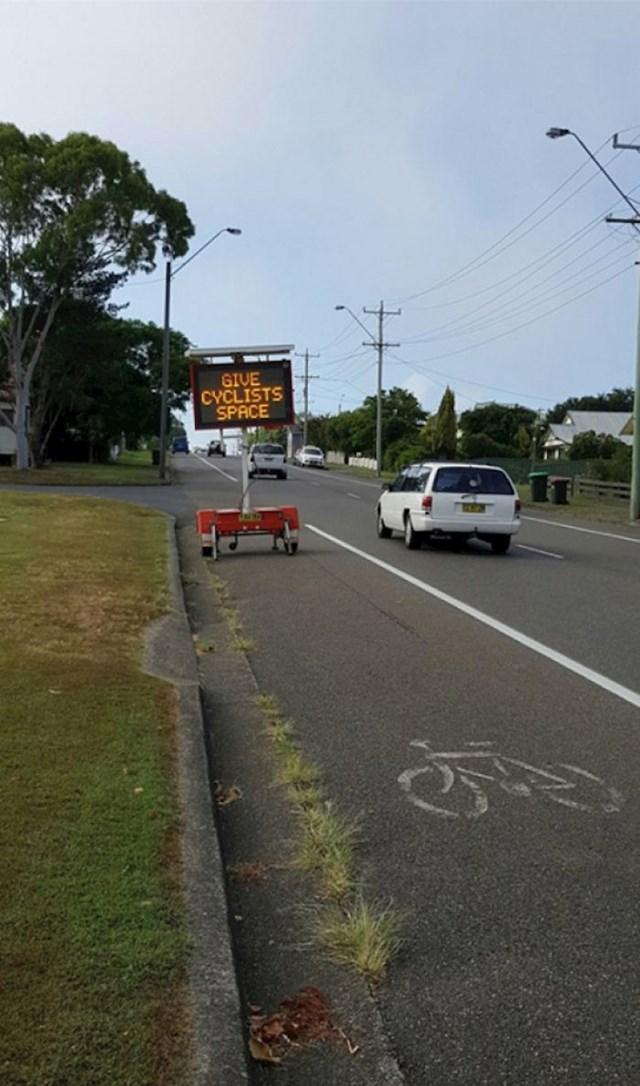 Ostavite biciklistima dovoljno mjesta, ali ne ovako.