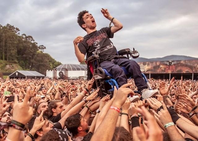 Alex je prvi put posjetio heavy metal koncert i sam postao zvijezda.