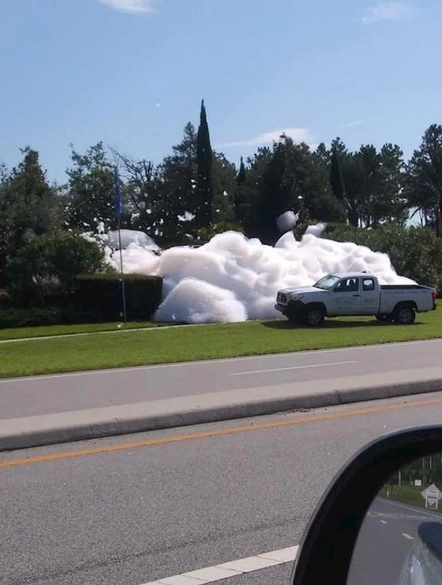 Što se dogodi kad fontanu slučajno napunite deterdžentom...