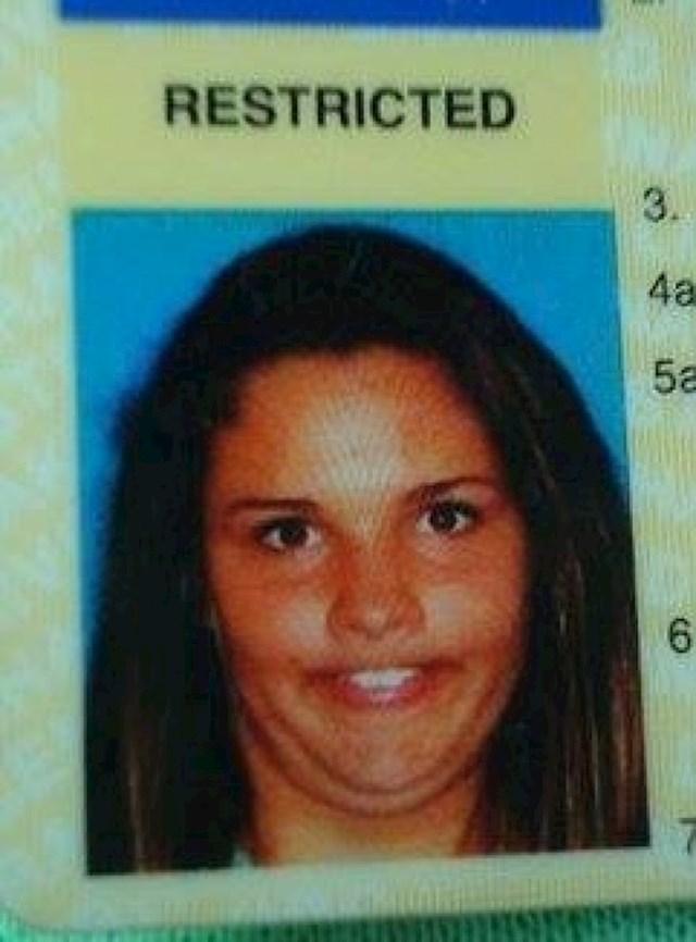 Ovako se slikala za vozačku dozvolu.