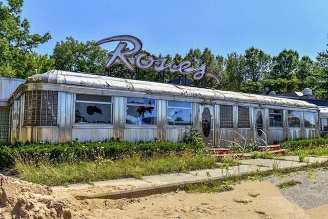 """Ovaj bivši """"Rosie's Diner"""" restoran nekad je bio pun gostiju..."""