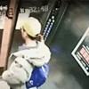 Nadzorna kamera je snimila što se dogodilo nesretniku koji je ulazio u lift