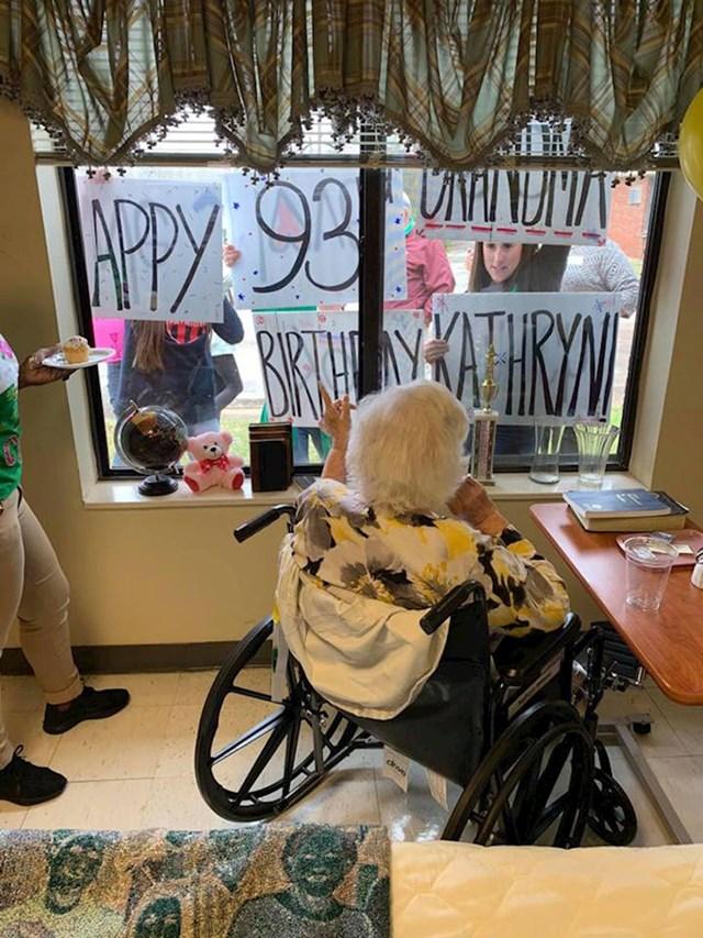 Baka Kathryn uspjela je proslaviti svoj 93. rođendan iako je morala biti u karanteni.