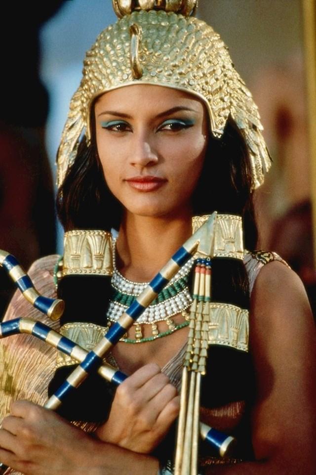 Leonor Varela — Kleopatra (1999)
