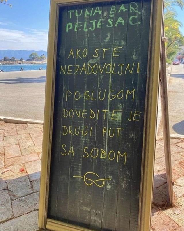 Evo što je pisalo na ploči ispred ulaza: