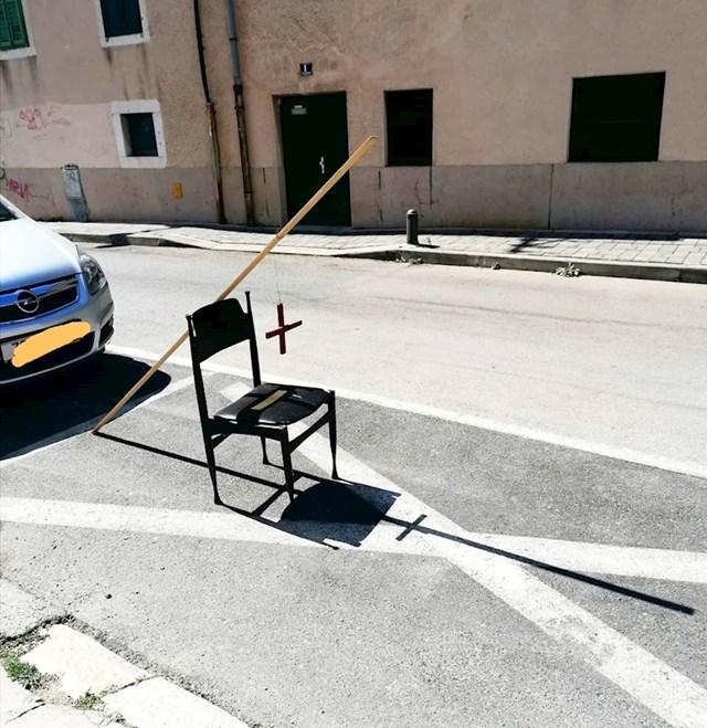 Evo što je postavio na parkirno mjesto: