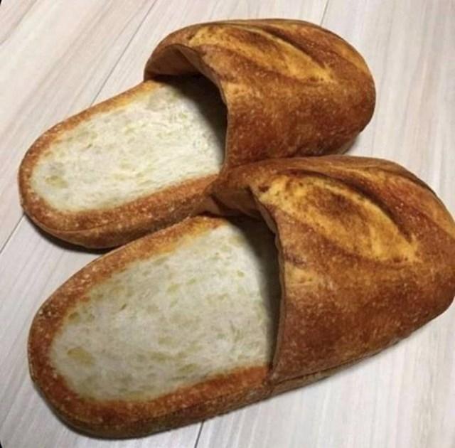 Ove papuče izgledaju kao da su napravljene od kruha. Da, to je i bila ideja.
