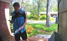 VIDEO Mladić je došao dostaviti paket, a onda je kamera snimila nešto čudno