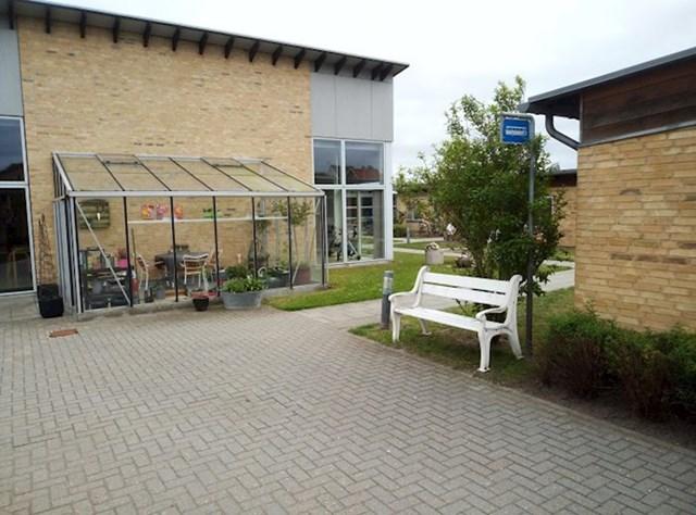 Ovaj dom za starije osobe ima lažnu autobusnu stanicu koja sprječava da dementne osobe odlutaju.