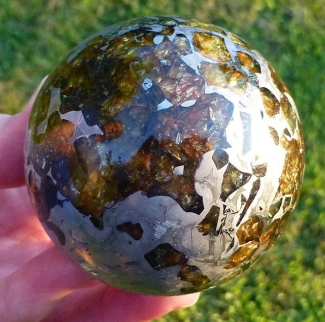 Ovako izgleda ispolirani meteorit.