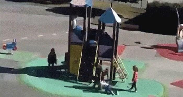 Roditelji su promatrali djecu kako se igraju, a onda su na igralištu ugledali nešto čudno
