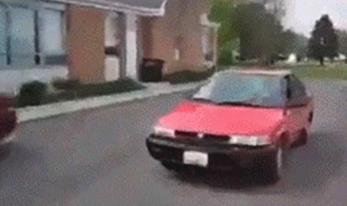 Nisu znali zašto se zaustavio na cesti, no sljedećim potezom je začudio susjede