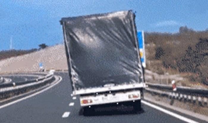 Ova snimka iz Hrvatske je svijetu pokazala što bura može učiniti