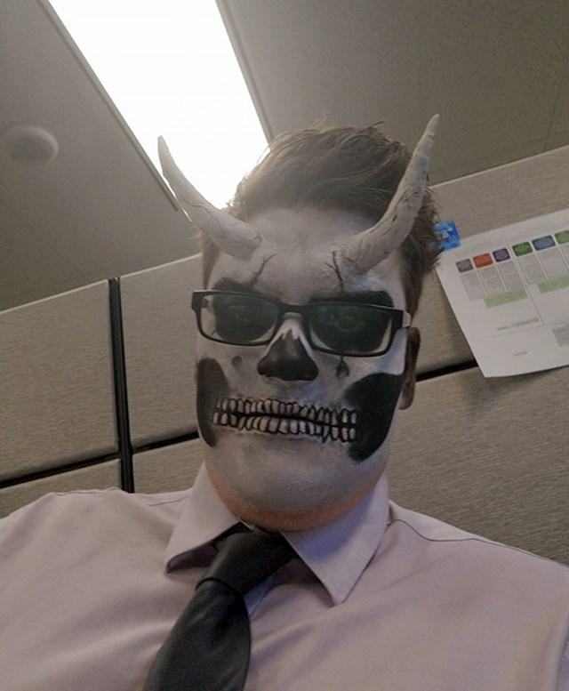 """""""Radim u uredu, rekli su nam da se sredimo za Noć vještica. Ja sam jedini došao pripremljen."""""""