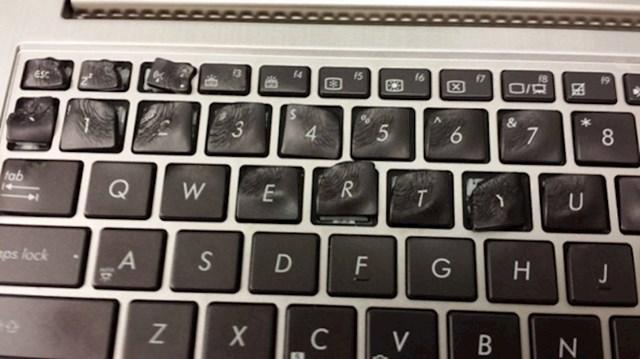 Ovaj laptop se malo previše pregrijava....