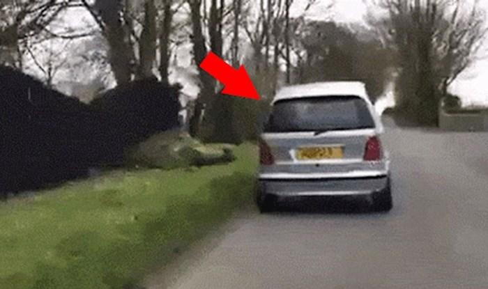 Vozač je primijetio da se nešto čudno događa s ovim autom, razlog je bio genijalan