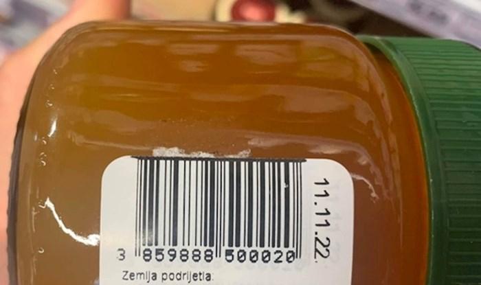 Pčele s krizom identiteta? Kupac je ostao zbunjen kad je vidio što piše na ovom medu