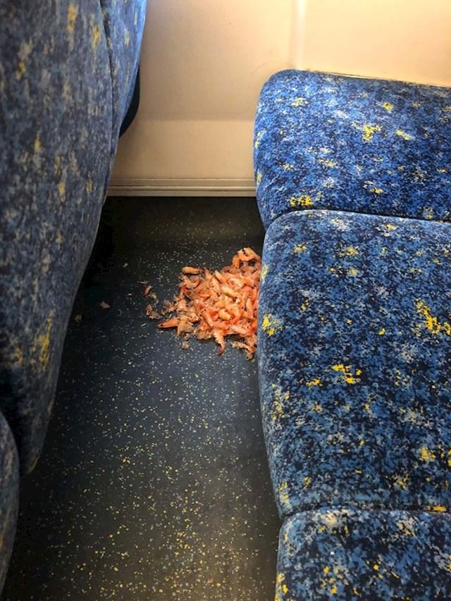 A ovdje je netko jeo račiće...