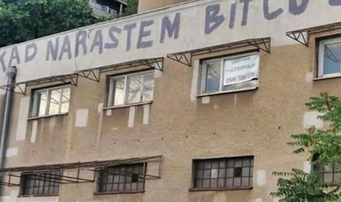 Na staroj zgradi se pojavila poruka koja jako dobro opisuje stanje u državi