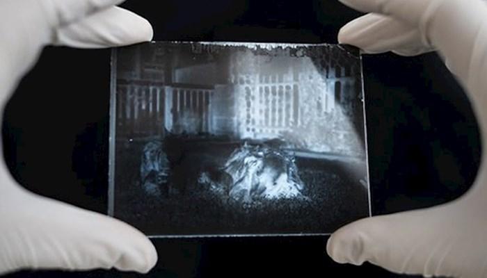 Otvorio je vremensku kapsulu staru 120 godina, razvio stare fotke i našao nešto zanimljivo