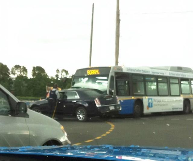 U Kanadi se i autobusi ispričaju kad pogriješe.