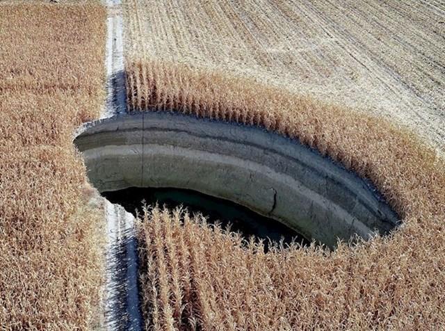 Ne biste vjerovali što sve možete naći usred polja...