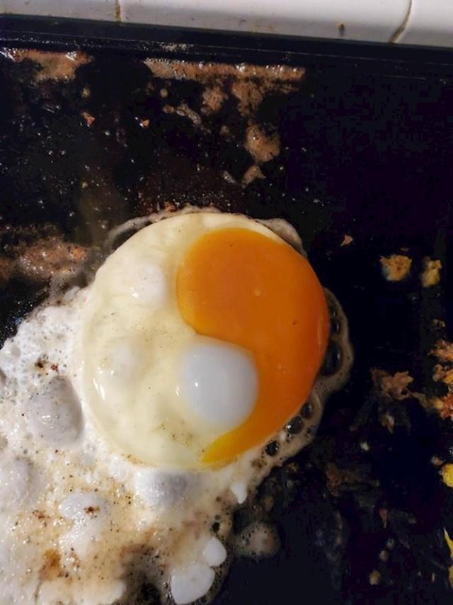 """""""Podsjeća li vas ovo jaje na nešto? Tako je, Yin & Yang simbol!"""""""