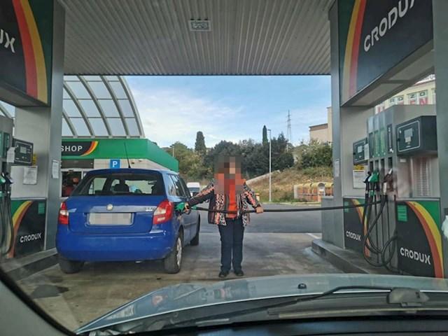 Pogledajte kako je točila gorivo: