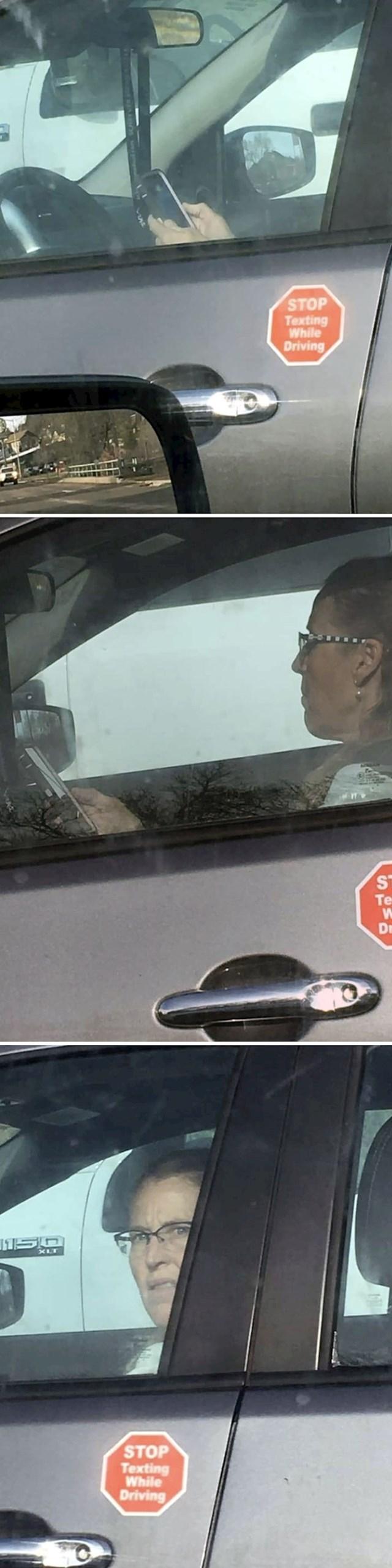 Pogledajte što joj piše na autu. Ccc...