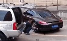 Čovjeka je naživcirao krivo parkirani skupi automobil, smislio je rješenje koje će vas nasmijati