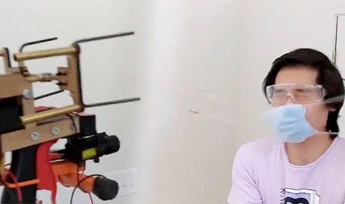 Lik naživciran ljudima koji ne nose maske napravio je oružje za pucanje maski na tuđa lica
