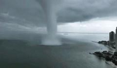 Pogledajte što se dogodi kad ogromna pijavica pogodi velegrad koji je na samoj obali