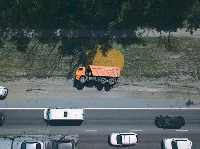 Kamion se prevrnuo, a dron je uspio slikati zanimljivu fotku...