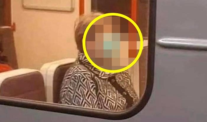 Starija žena nije naučila koristiti maske, pogledajte zbog čega su se ostali putnici smijali
