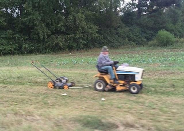 Smislio je način kako brže pokositi travu.