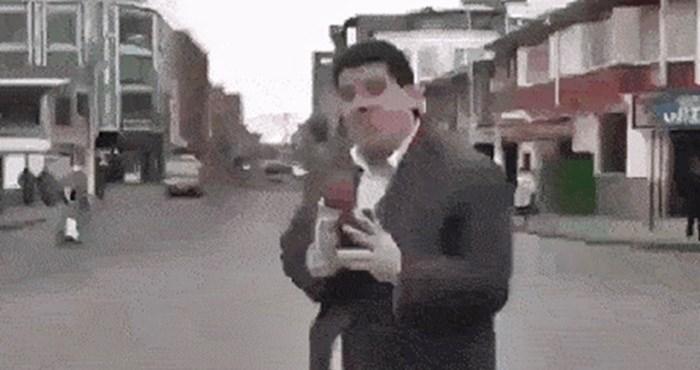 TV reporter je snimao prilog, a onda mu je nešto smiješno pokvarilo plan